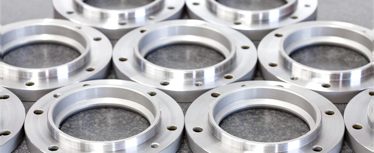 CNC Teile nach Bearbeitung mit CNC Drehen und CNC Fräsen